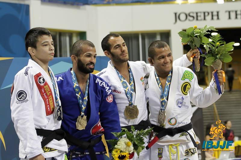 Nos Galos Malfacine vence João Miyao em decisão polemica - Foto: ©2014 Lance Emery IBJJF